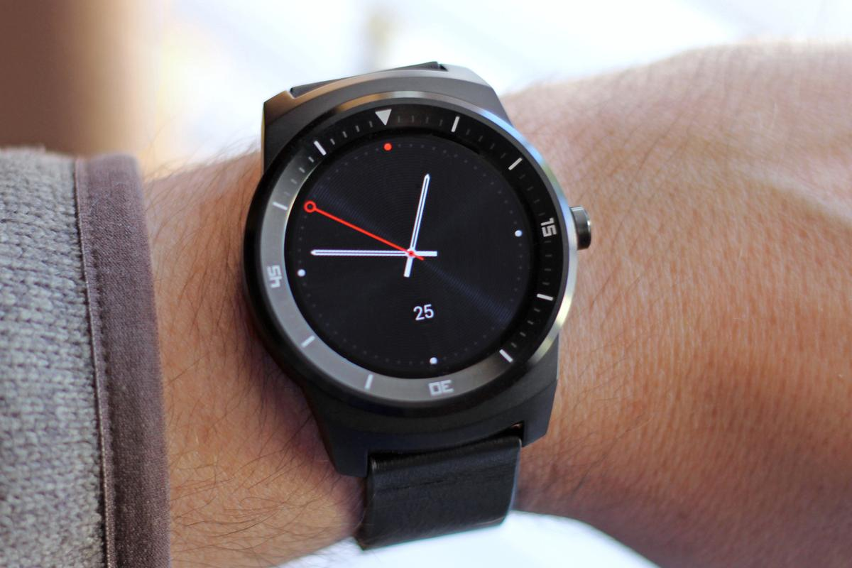 Gizmag reviews one of the three fashion-meets-function champions of 2014, the LG G Watch R (Photo: Will Shanklin/Gizmag.com)