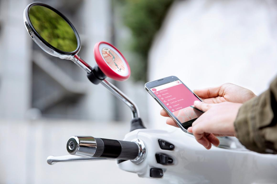 The TomTom VIO pairs with a smartphone andprovides scooter owners withmany of the features found on other TomTom devices