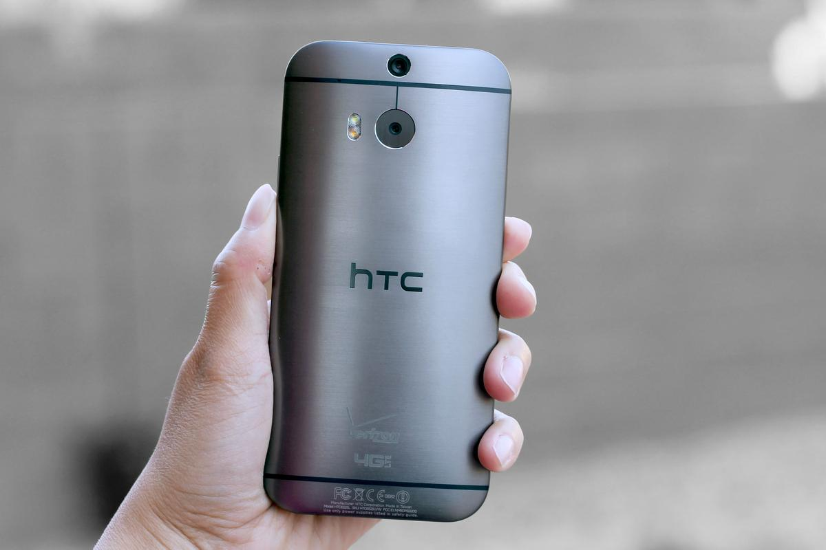 Gizmag reviews the 2014 HTC One (M8)