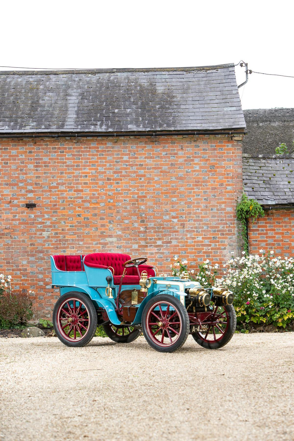 The Panhard 1901 7hp is one of the world' first modern motor cars