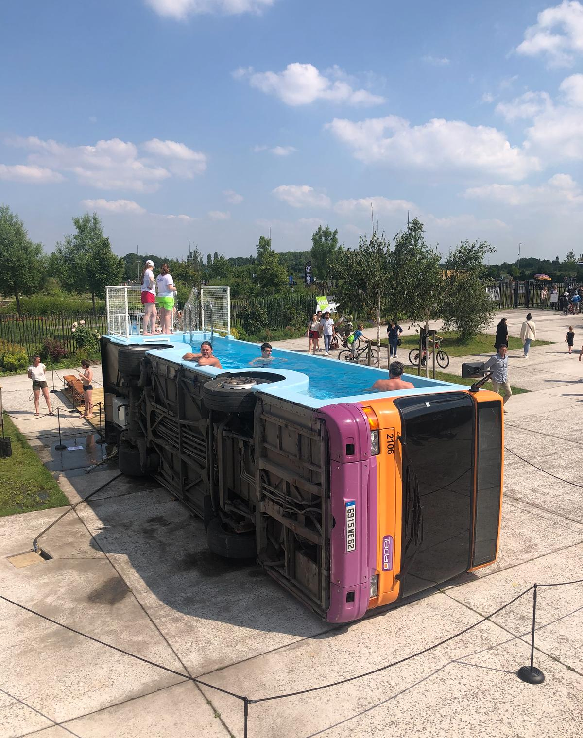 Le Bus Piscine was modified with the help of specialist engineers to turn it into a swimming pool