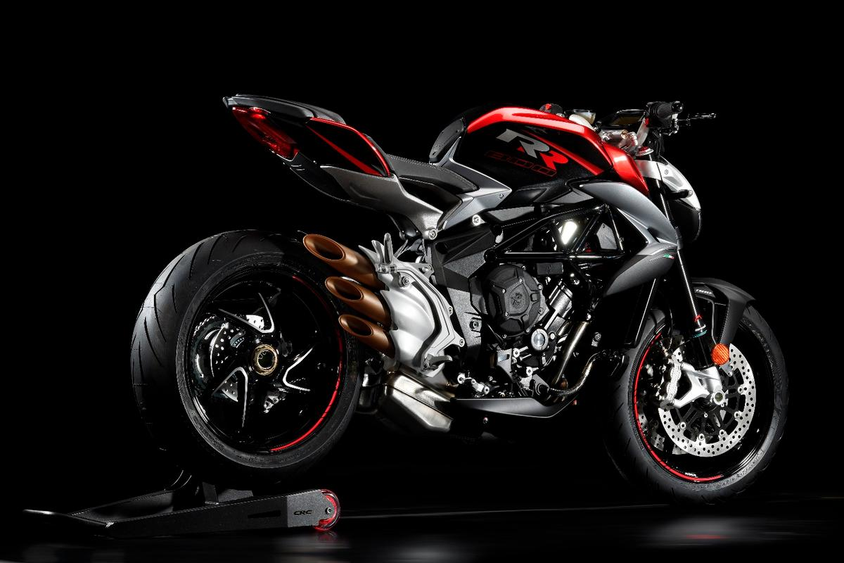 2017 MV Agusta Brutale 800 RR:MV's organ pipe exhausts look so good it'd actually be a hard decision to change them out.