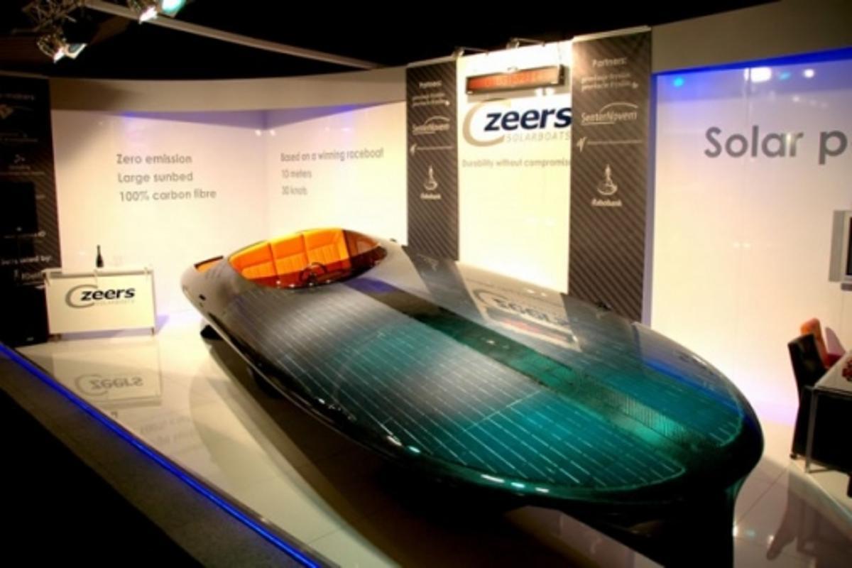 The Czeers MK1 solar speedboat