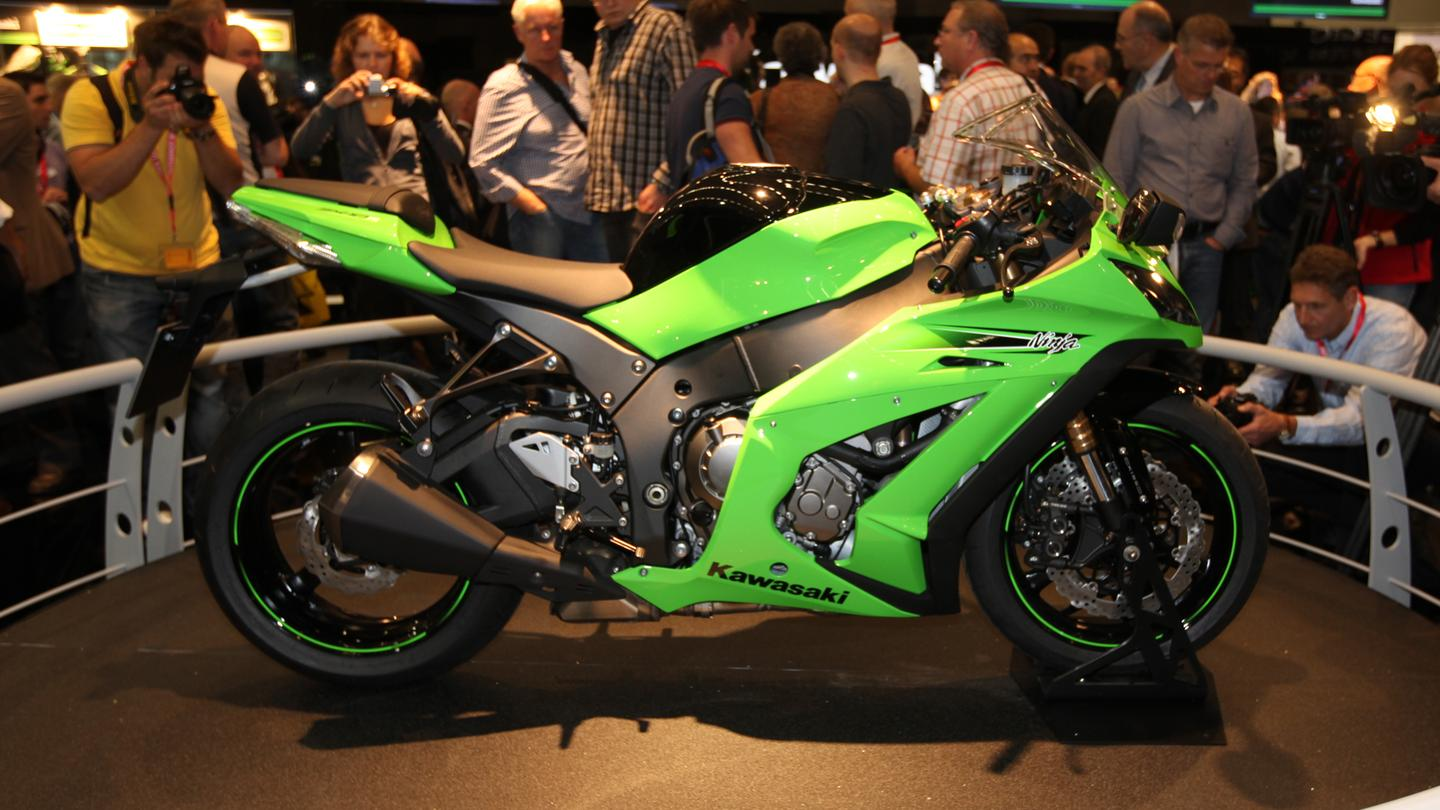 Kawasaki goes all-in: the 200+bhp 2011 Ninja ZX-10R