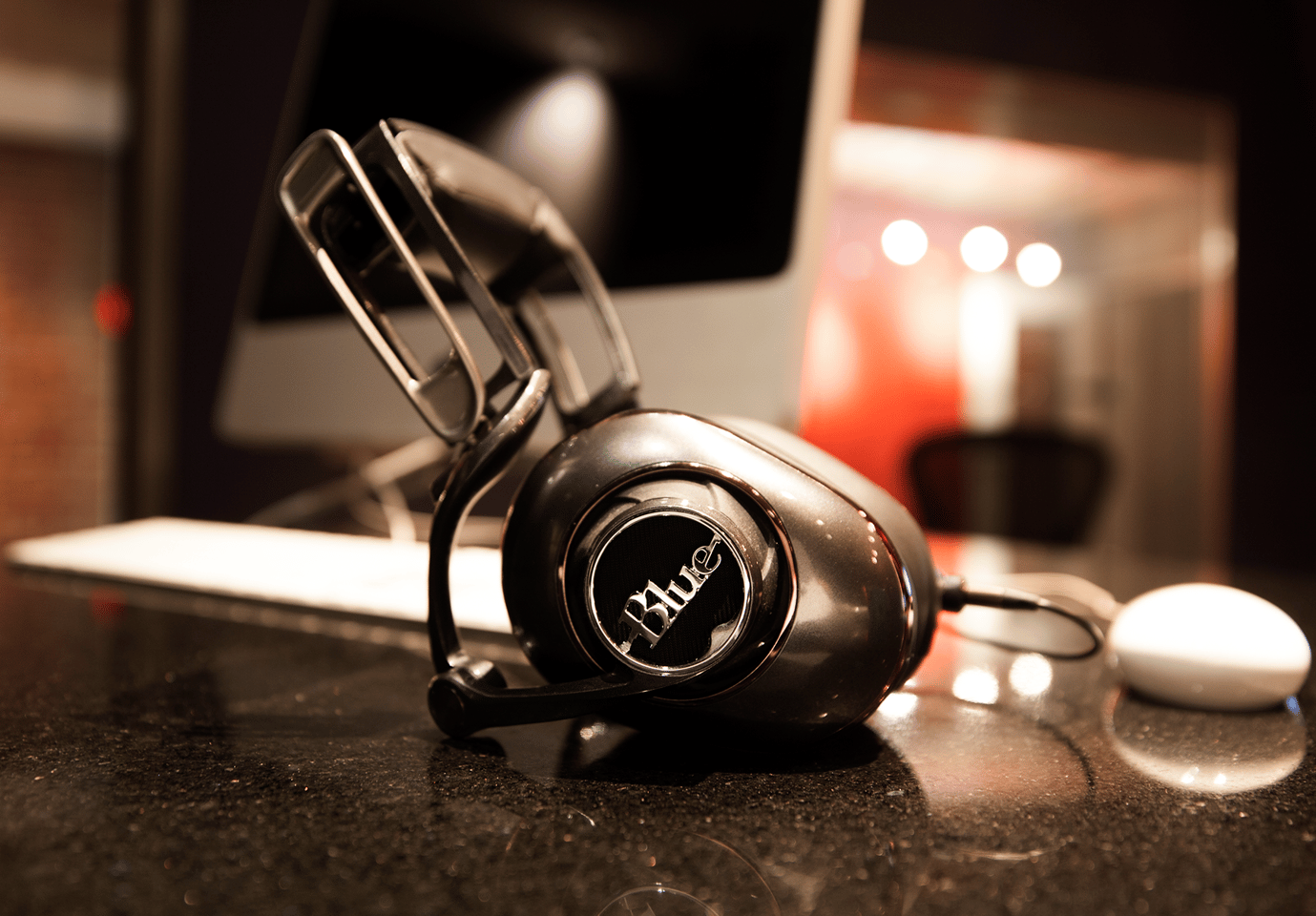 The Mo-Fi headphones feature a multi-jointed headband that can be adjusted for pressure against the head