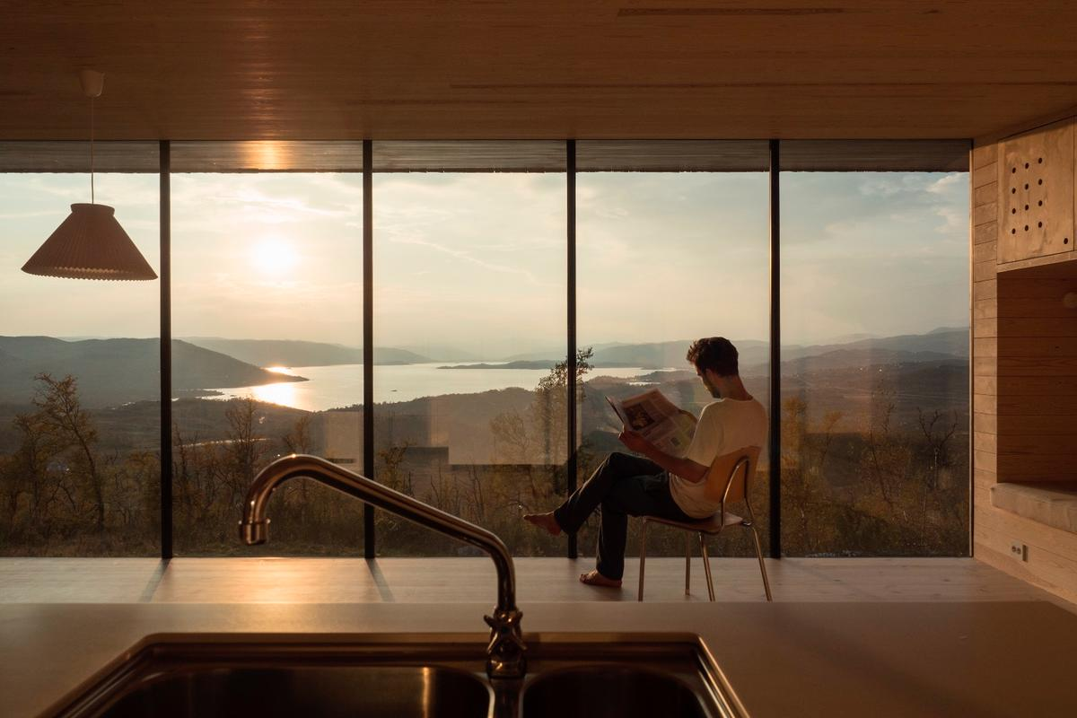 Cabin Ustaoset was designed to make the most ofthat amazing view