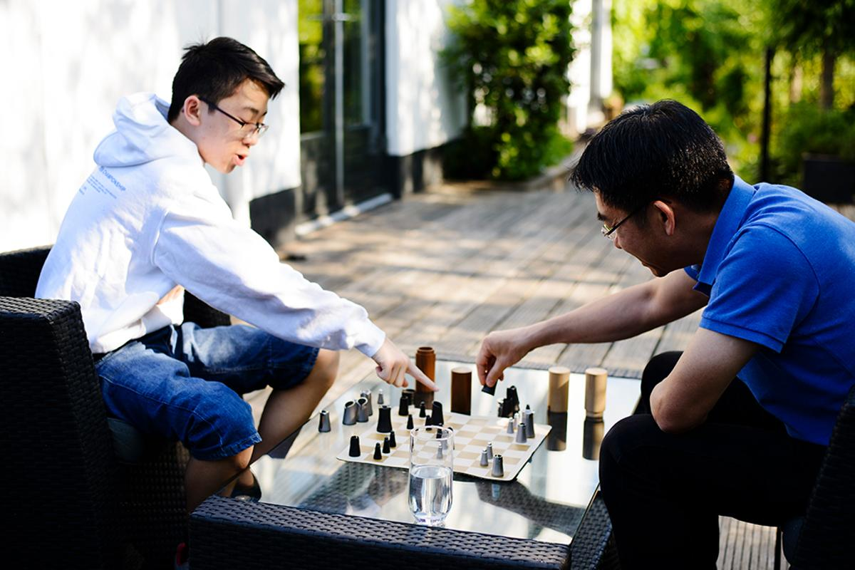 The Crownes Chess Set lets you enjoy a physical game of chess whenever, wherever