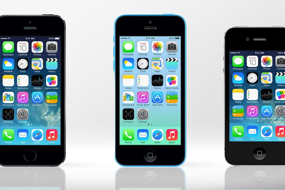 Gizmag compares the features and specs of the iPhone 5s (left), iPhone 5c (center), and iPhone 4s