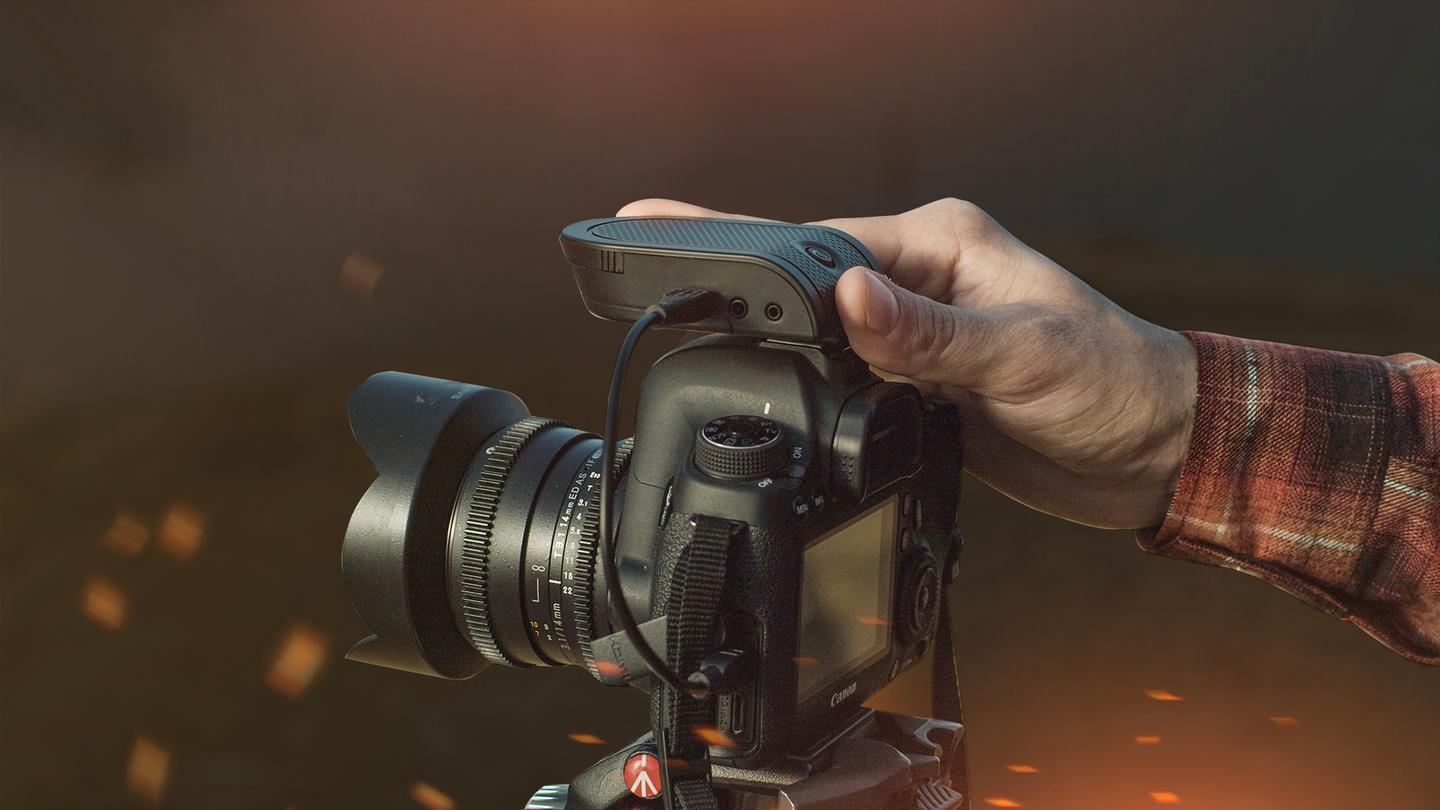 The Flex device slide onto the hot-shoe mount of a compatible DSLR or mirrorless camera