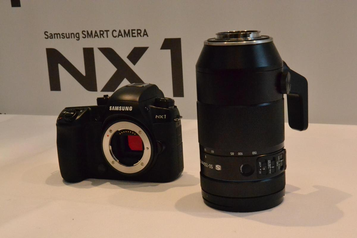 The NX1 CSC with the new dust- and splash-resistant 50 - 150 mm F2.8 NX mount telephoto lens (Photo: Paul Ridden/Gizmag)