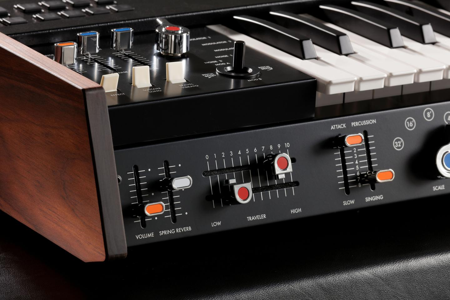 The miniKorg 700FS features the Traveler controls for adjusting filter cutoffs