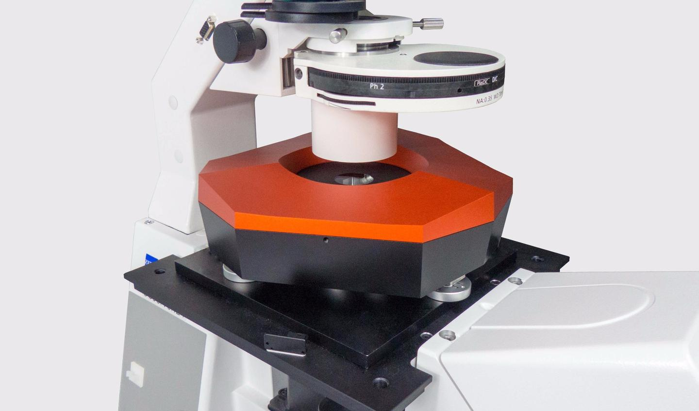 The cell-weighing scale, mounted on a microscope