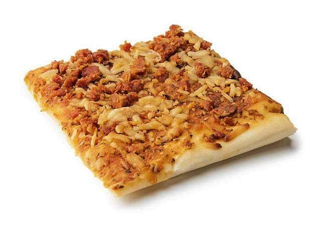 A sample of the new MRE pepperoni pizza (Photo: US Army)