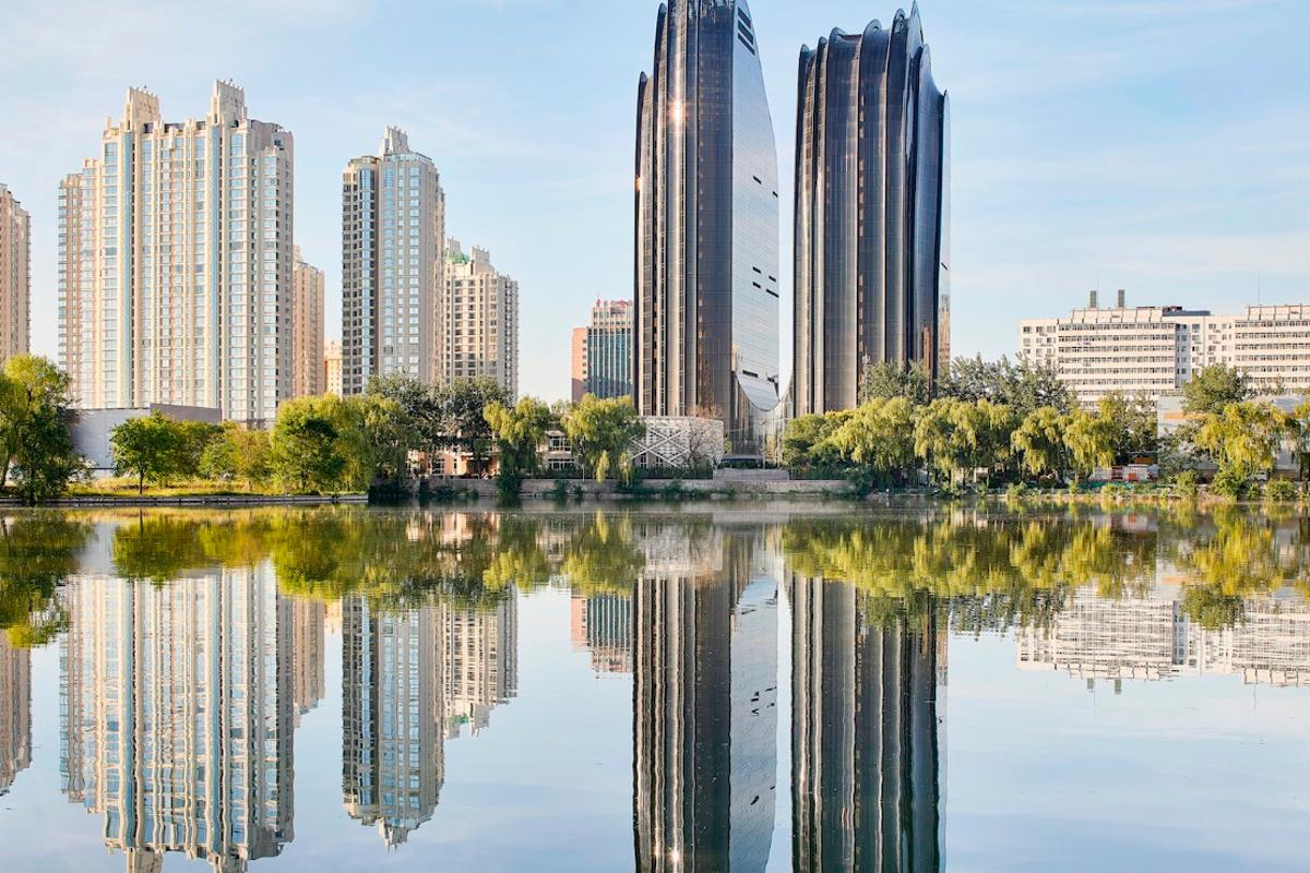Beijing's Chaoyang Park Plaza project has been granted LEEDGold certification (a green building standard)and includes some sustainable design