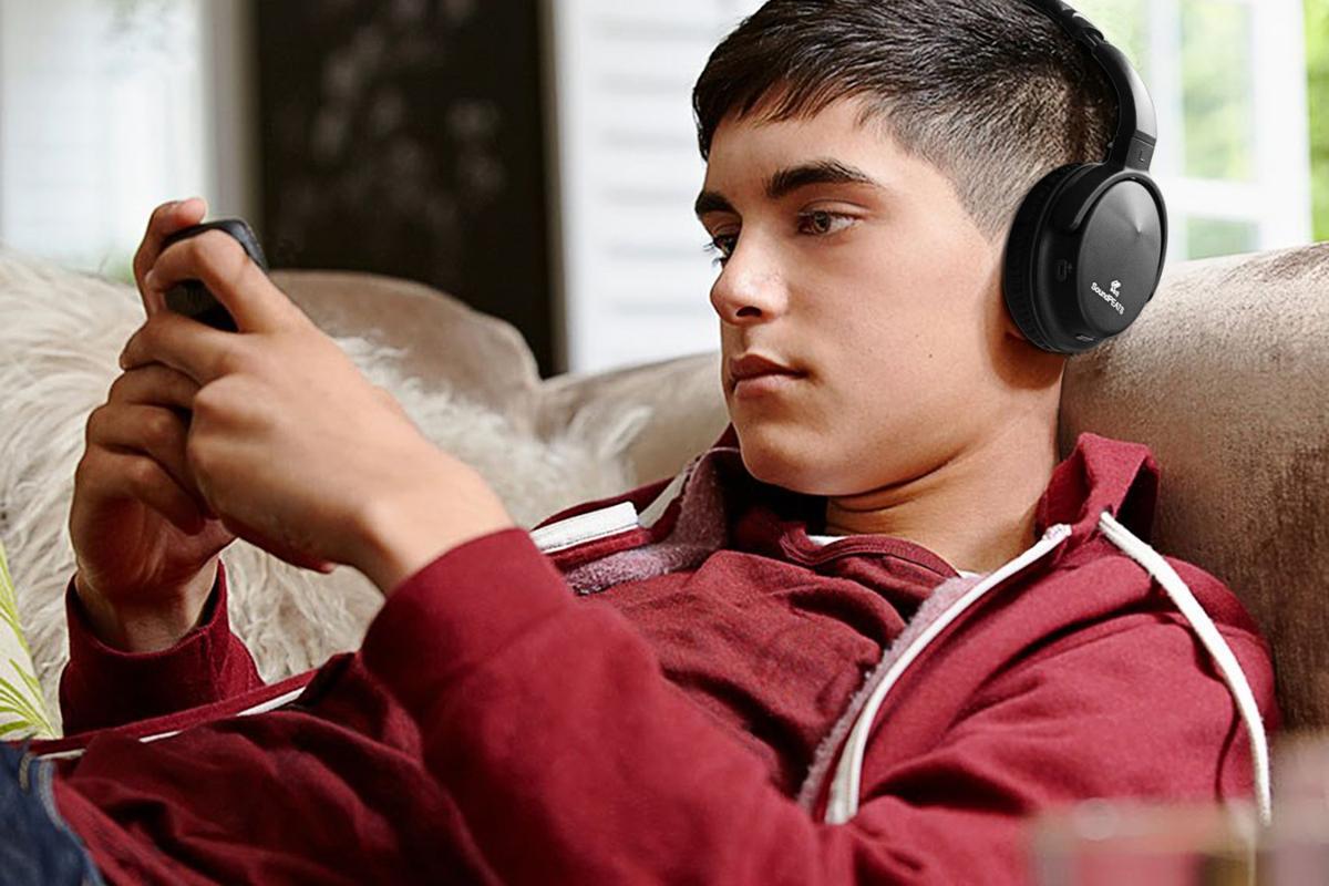 The Soundpeats A1 includes phone call capability