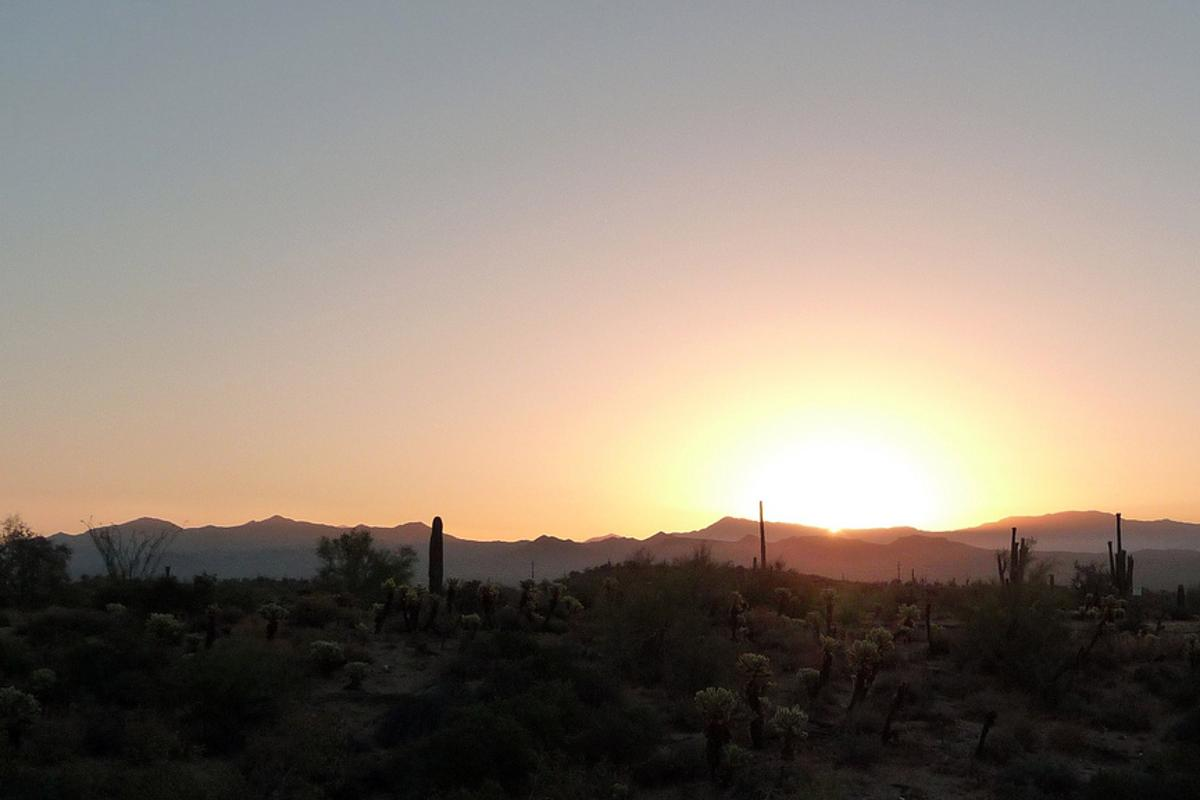 The sun rises over the Arizona desert, which will play host to the 125 MW AVSE II photovoltaic solar power station (Photo: Jeff Turner)