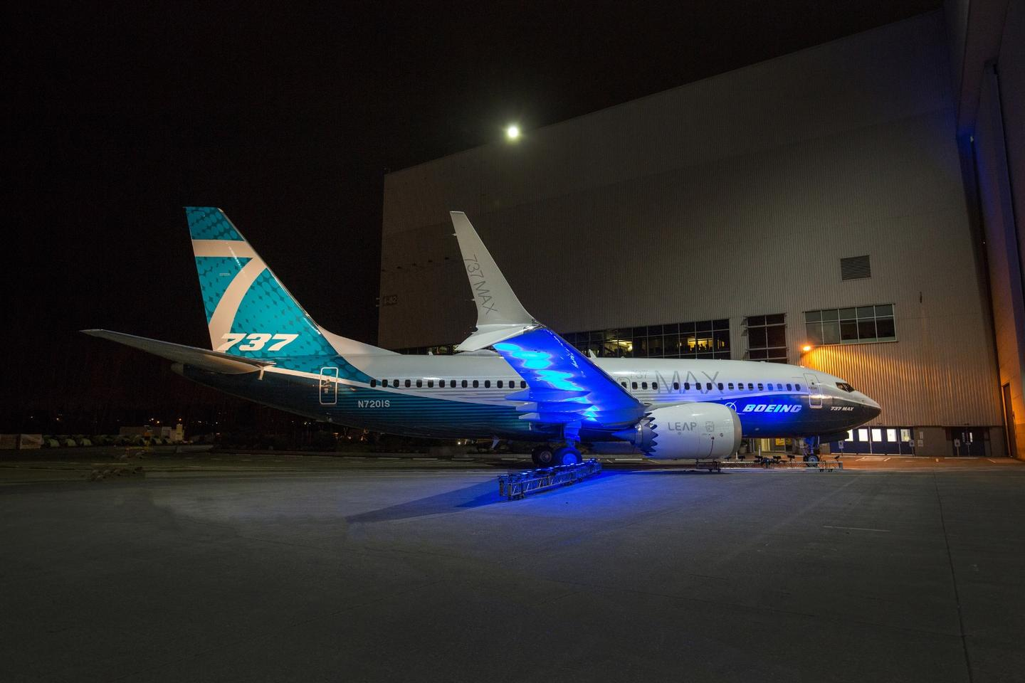 Side view of the 737 MAX 7