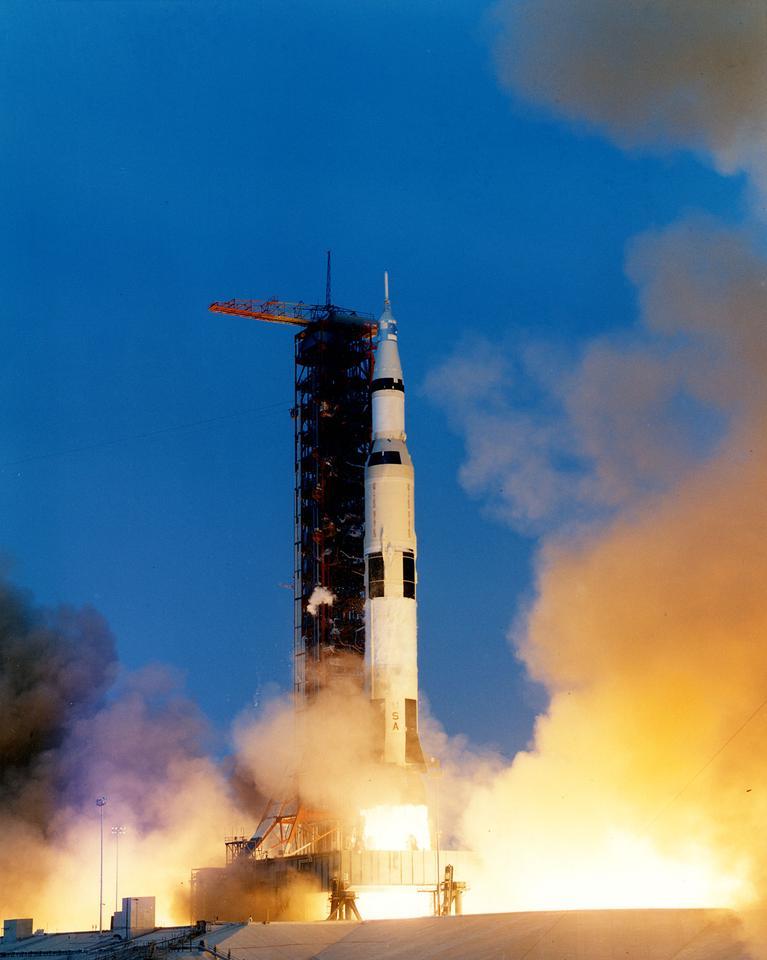 Apollo 13 décollant
