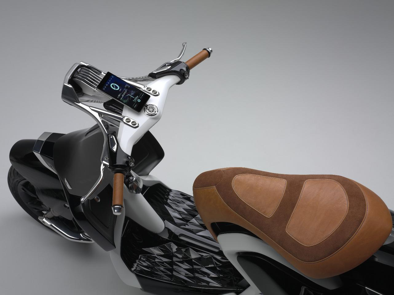 The handlebars and headlight design of the Yamaha 04Gen is as elaborate as rest of its body