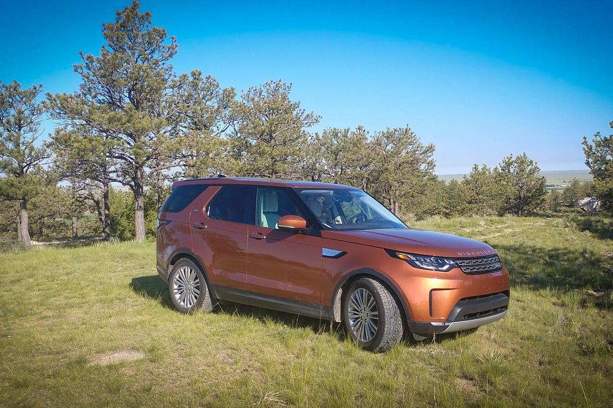 We spent a week with the 2017 Land Rover Discovery HSE ...with several added goodies and the turbocharged V6 diesel engine