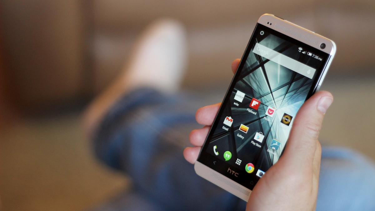 Is the One M7 really that far behind any of the phones we've seen in the 18 months since its launch? (Photo: Will Shanklin/Gizmag.com)