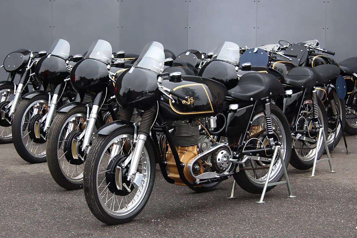 Bernard Guérin'sCollection of10 AJS racing motorcycles on theMovendiweb site.