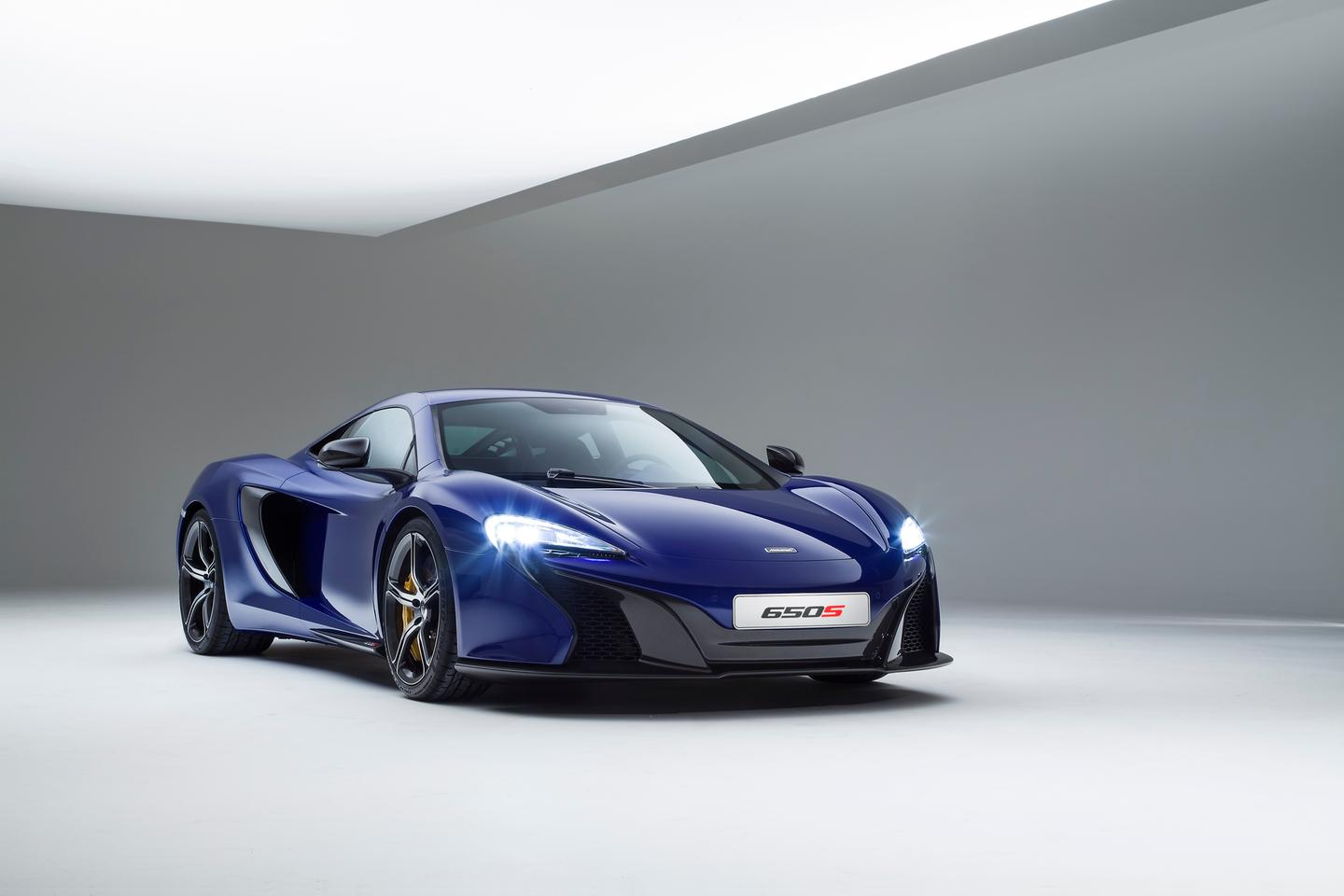The 650S' roofline, cabin treatment, dihedral doors and engine intakes are straight from the 12C, while the nose treatment and headlights are definitely P1 inspired