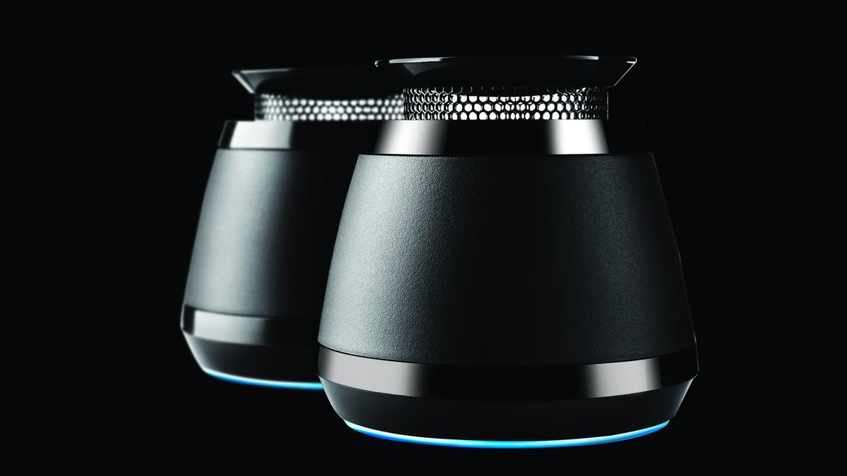 Razer has unleashed a pair of portable omnidirectional gaming speakers with an expandable resonance chamber to offer some additional bass oomph