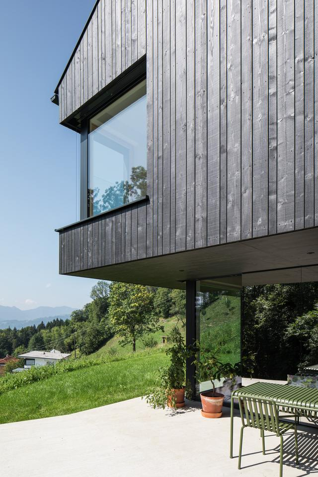 The newly completed Mountain House covers 180 square meters (2,000 sq ft)