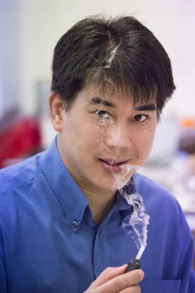 RMIT University professor Leslie Yeo with a prototype of the Respite nebulizer