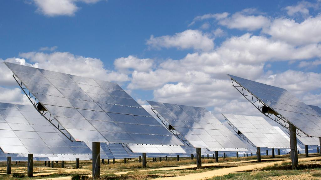 Concentrating solar mirrors are one potential technology to be used in the proposed 5GW solar park in South Africa (Image: langalex via Flickr)