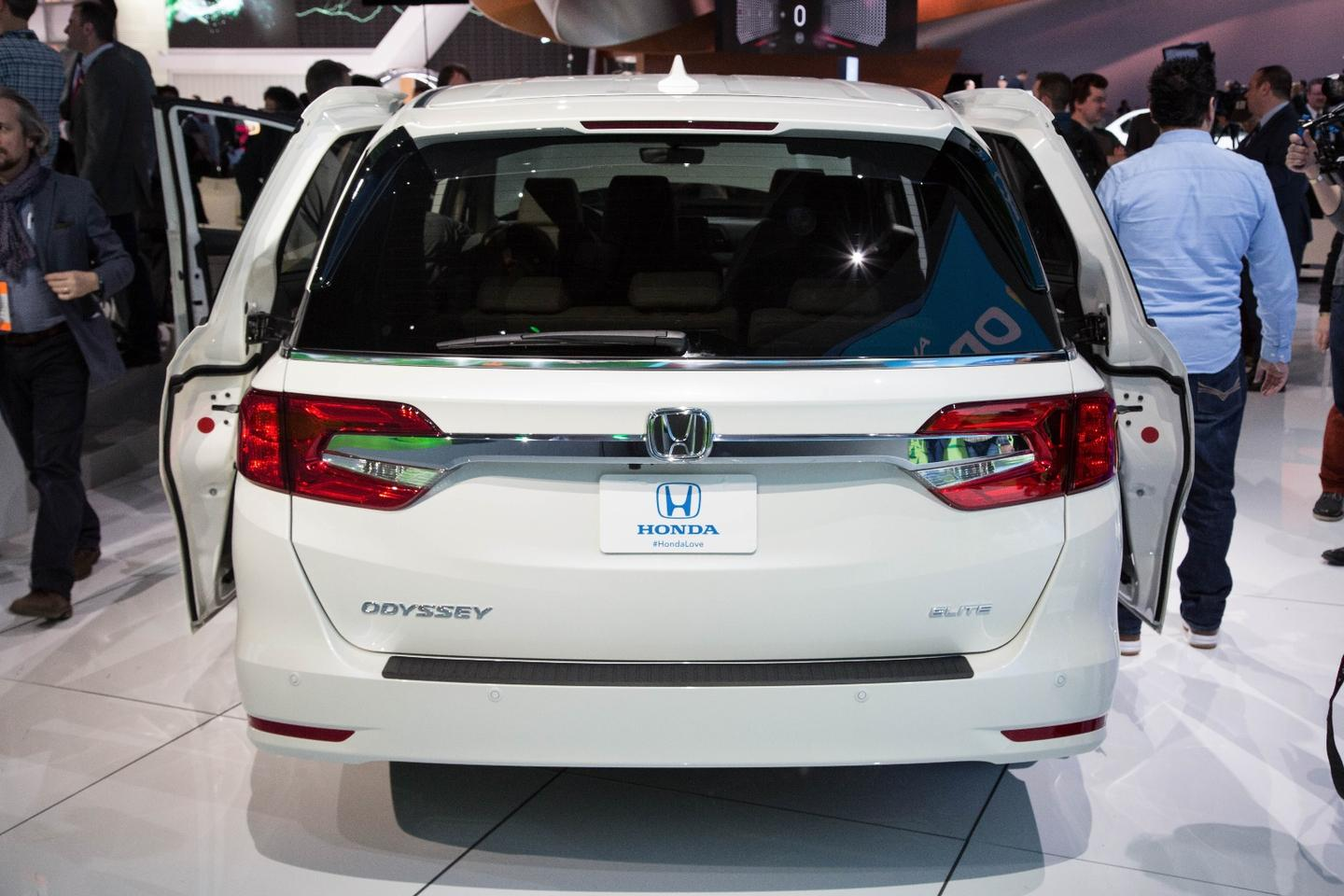 The 2018 Honda Odyssey from the rear shows LED taillights and an available new hands-free power tailgate with foot activation