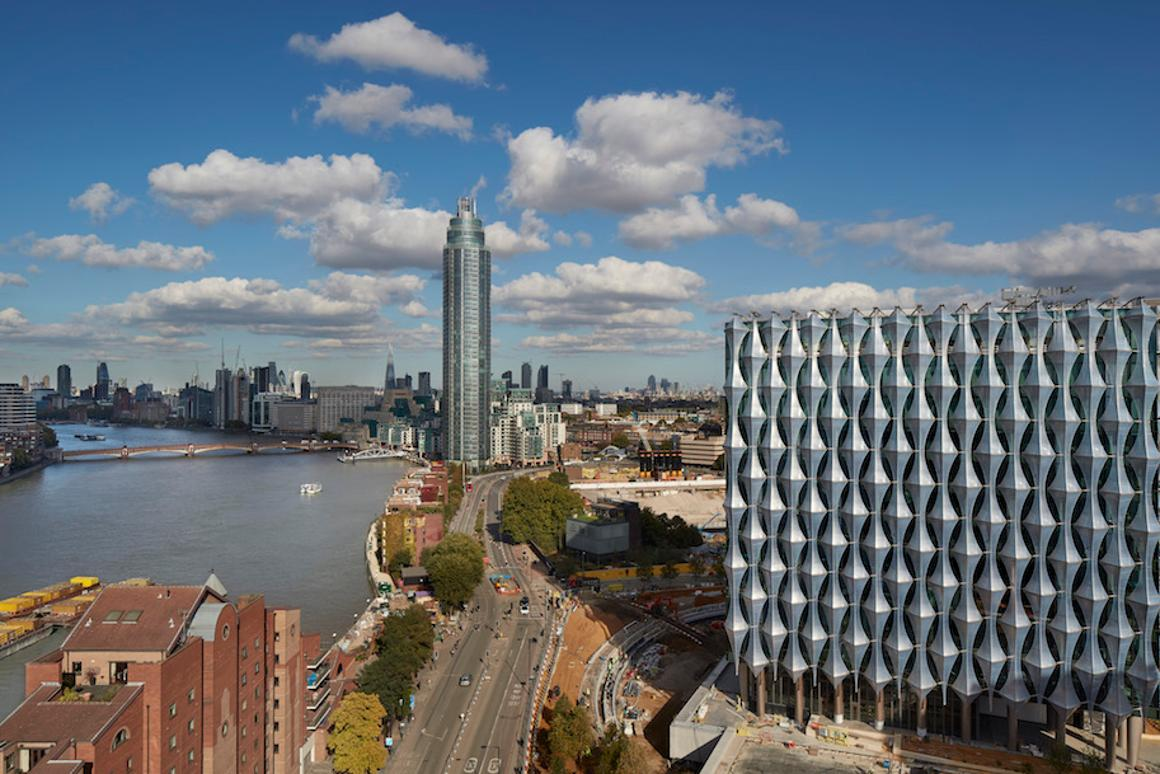 The US Embassy In Londonhas a designmeant to represent transparency and openness in US politics