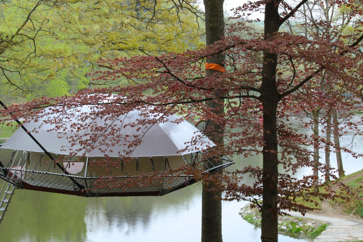Dom'Up is an innovative treehouse that draws inspiration from tree camping and traditional treehouse structure