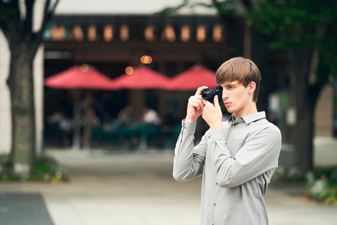 Cyber-shot HX99 Travel Zoom:A teeny travel zoom with a 28x optical zoom lens and 18 MP BSO CMOS image sensor