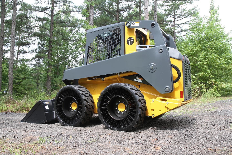 Skid Steer vehicle equipped with Tweels