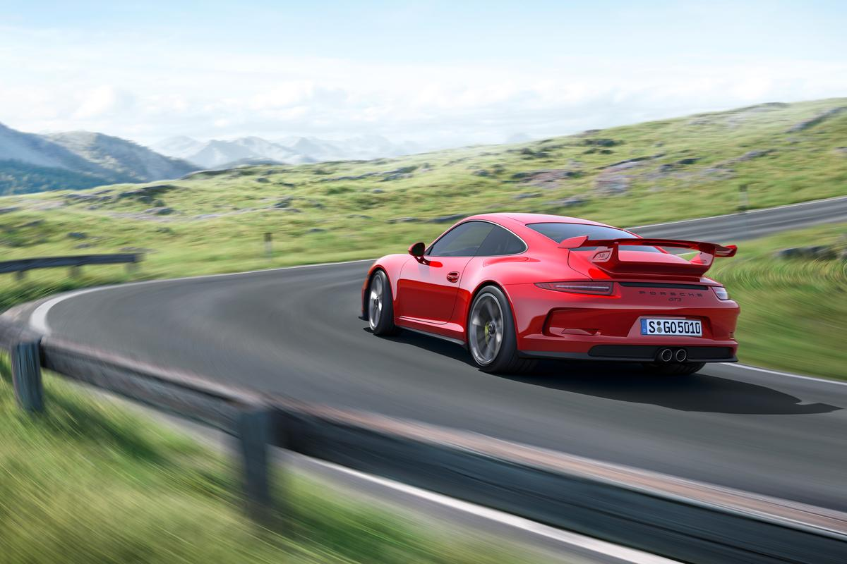 The new GT3 develops 475 hp and puts in a 0-60 mph (100 km/h) time of 3.3 seconds