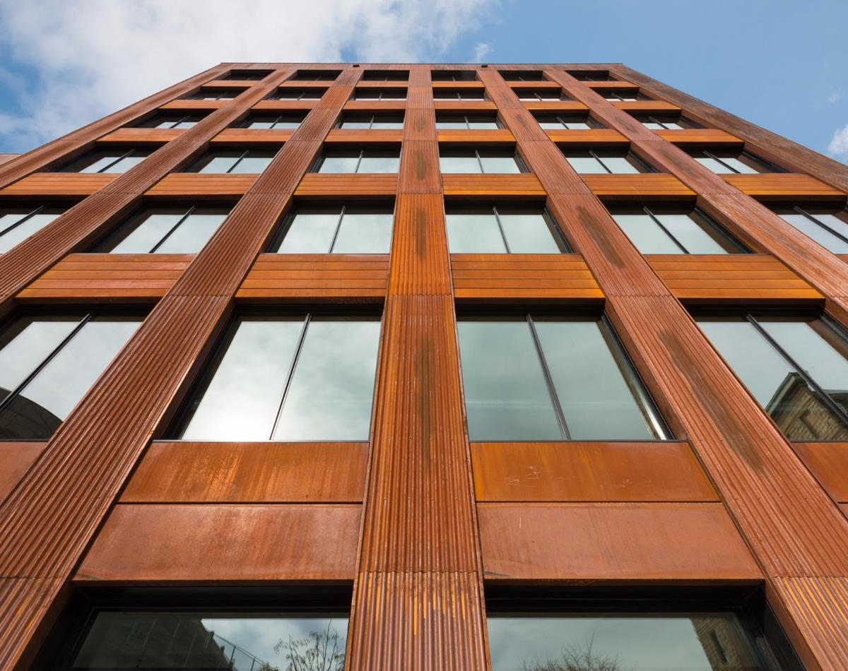 T3 was designed by Michael Green Architecture (MGA) with DLR Group, with aim of referencing the heavy timber construction of previous buildings on the site