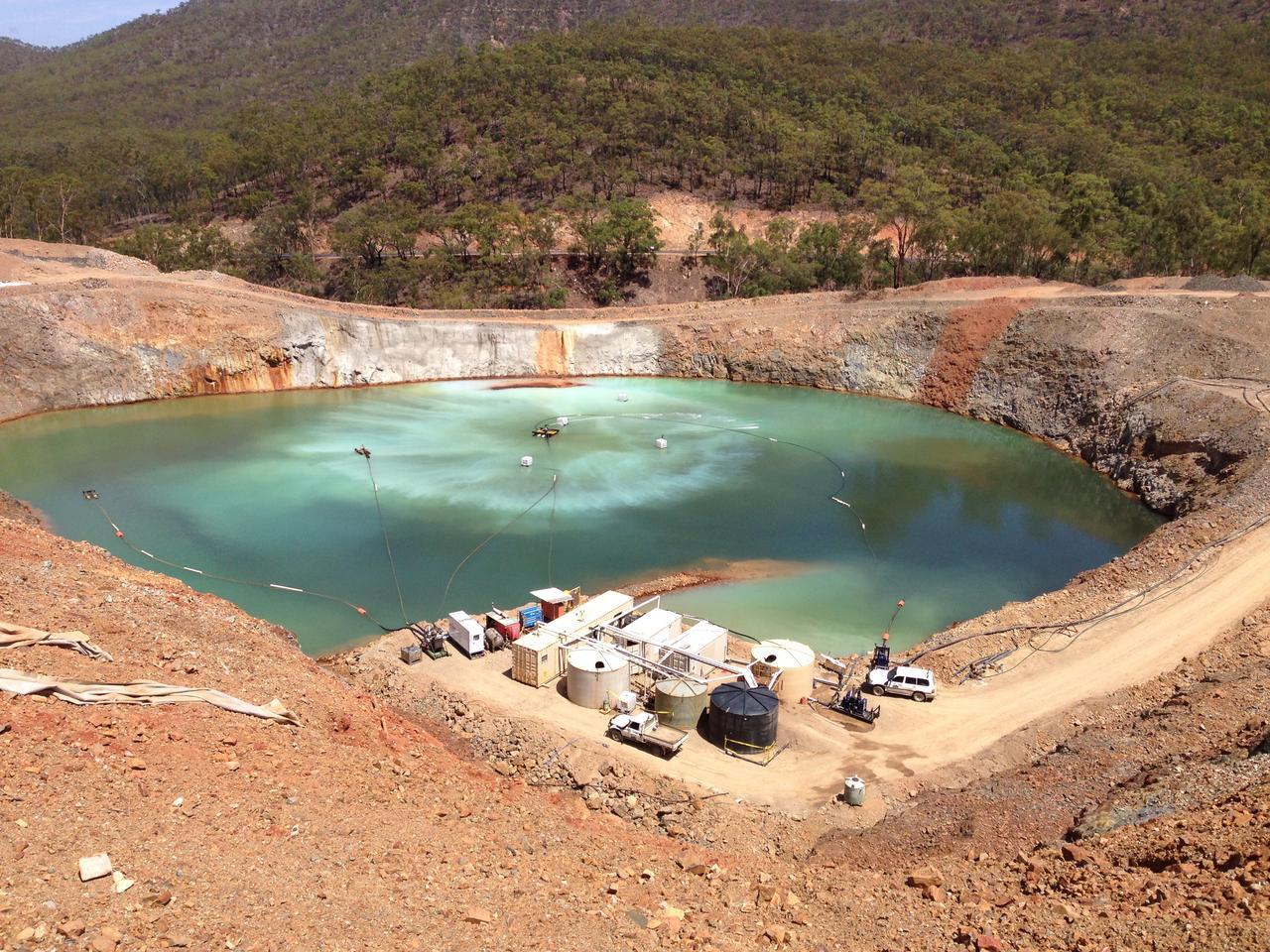 Kendini temizlemek için atık suda doğal olarak bol bulunan kimyasalları kullanarak devam eden arıtma süreci