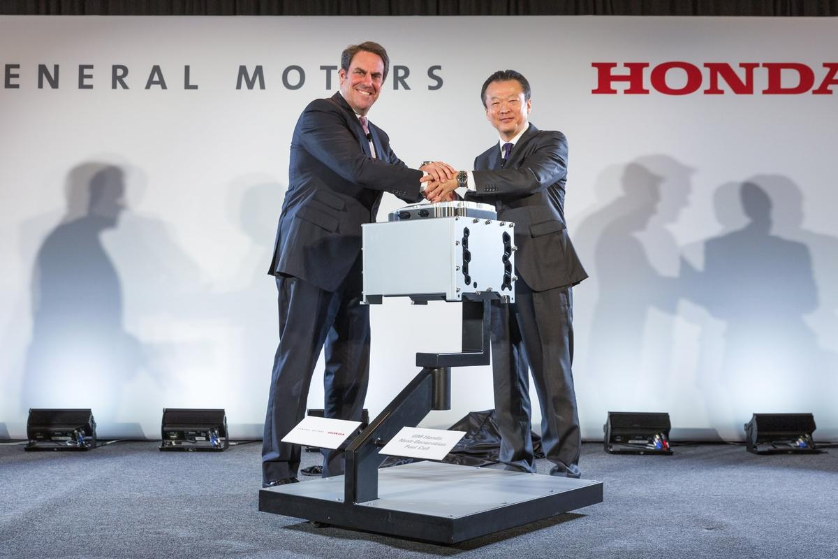 GM Executive Vice President Global Product Development Mark Reuss (left) and President Honda North America Toshiaki Mikoshiba announce a manufacturing joint venture to mass produce an advanced hydrogen fuel cell system