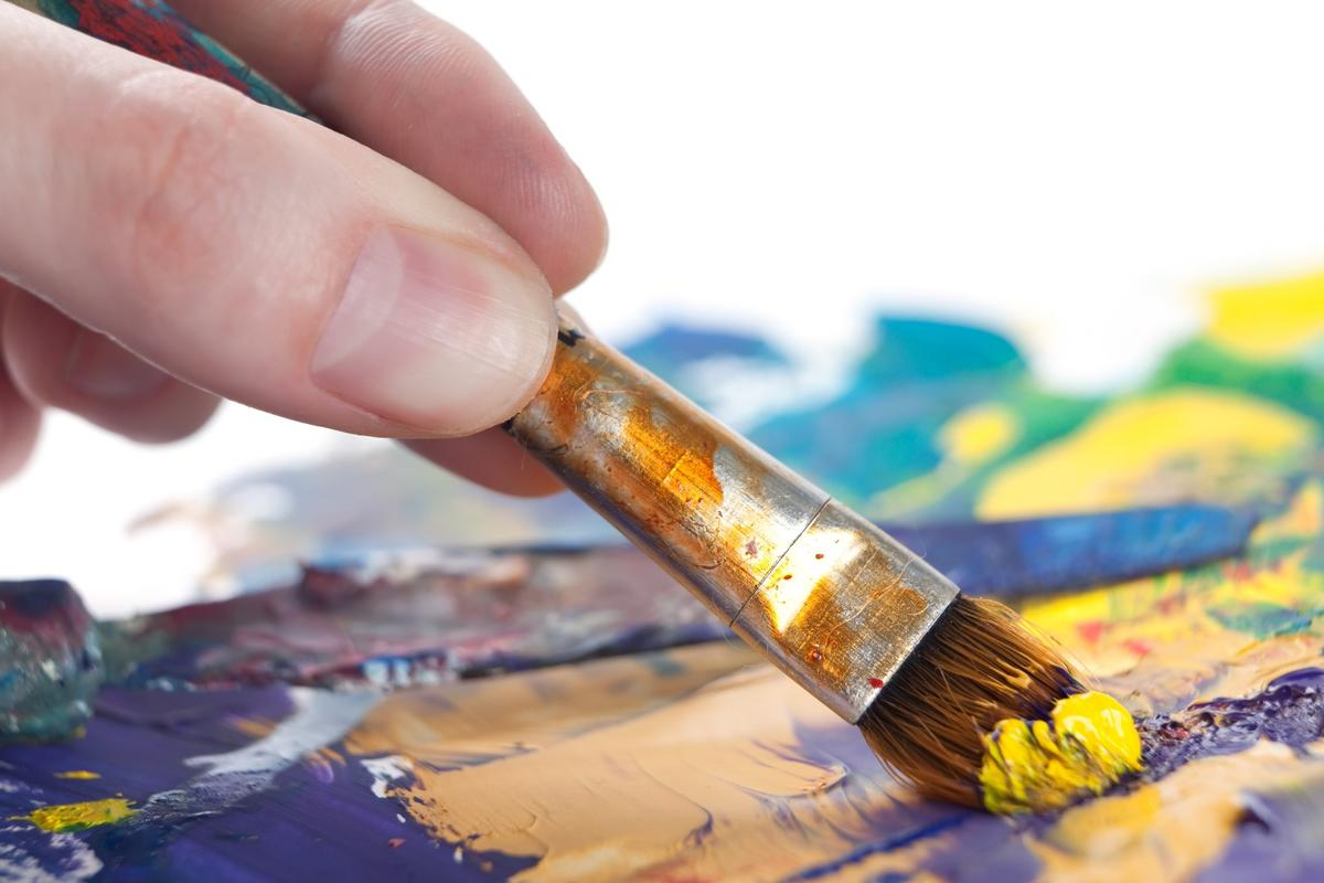 Fractals in brush strokes may say a lot about the artist's state of health
