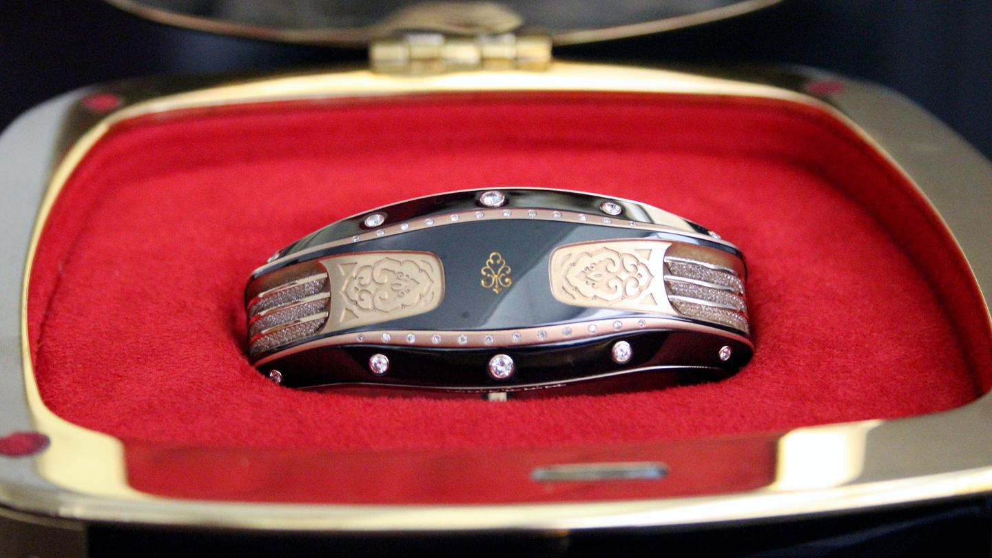 Gizmag met with the company at Baselworld to take a look at the luxury bracelet (Image: Chris Wood/Gizmag)
