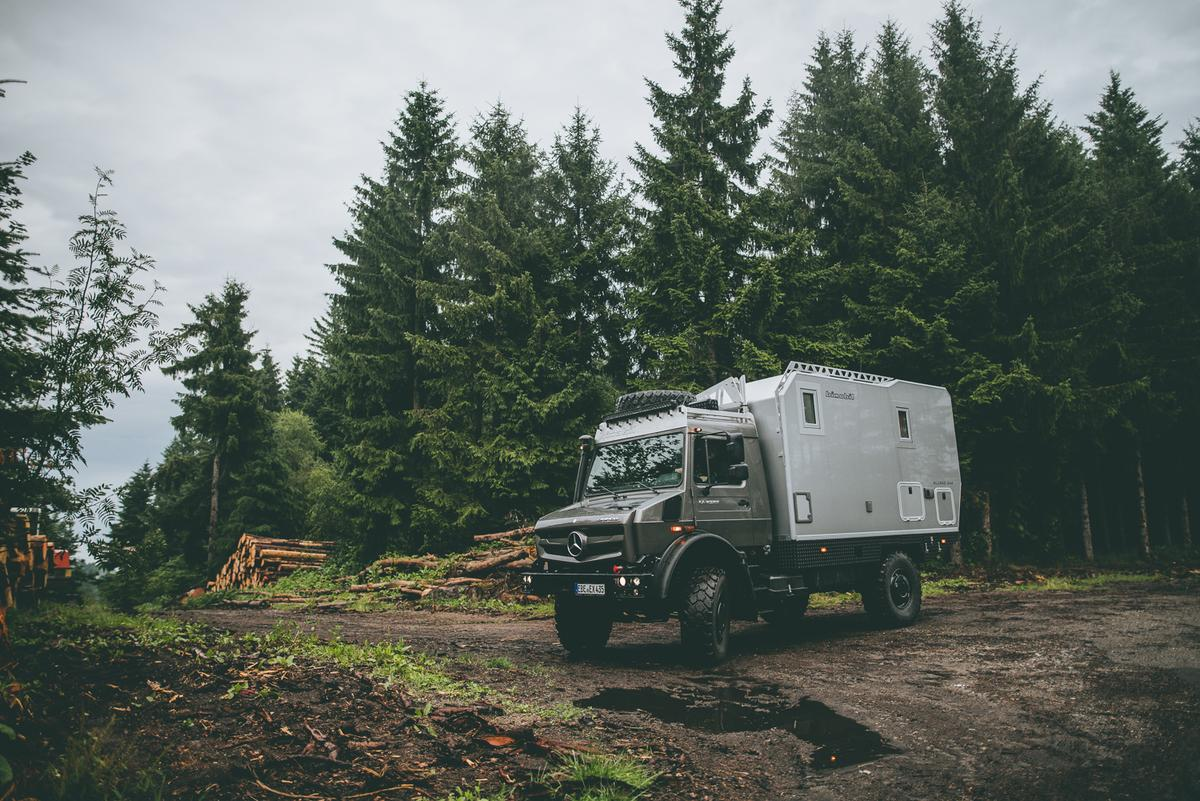With 19.7 in of ground clearance and 31.5 inof fording capability standard, the Bimobil EX 435 is ready to traverse all types of wet and rough terrain