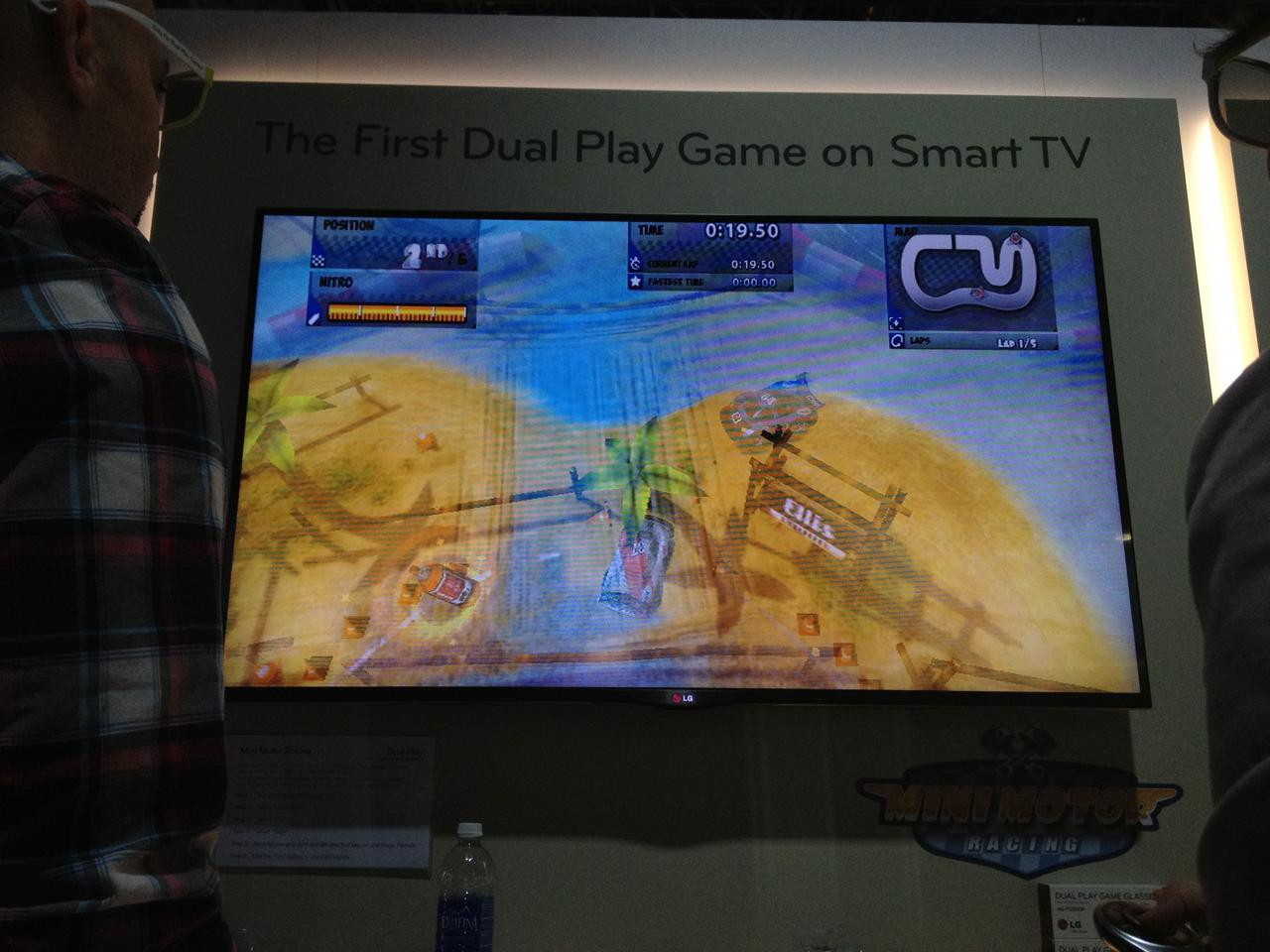 The view of LG's dual play game without glasses