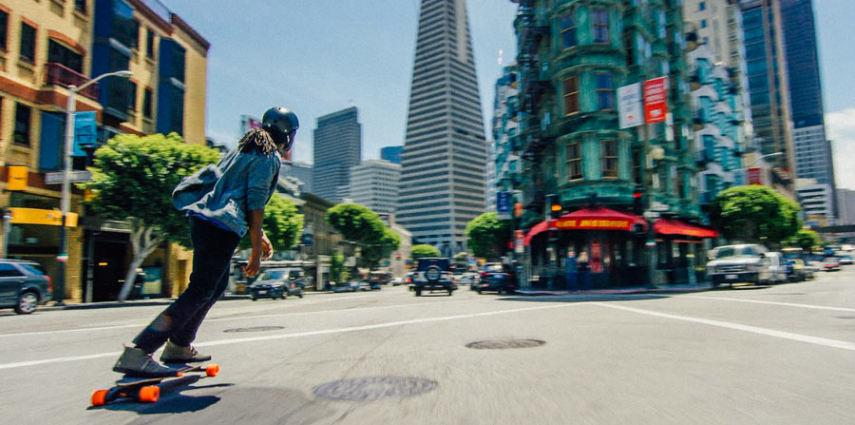 The new Boosted Board is available as a 1,000 w single-motor version for US$999, or as dual-motor rides at $1,299 and $1,499
