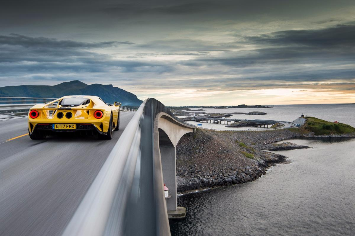 The Ford GT tackles the Atlantic Ocean Road
