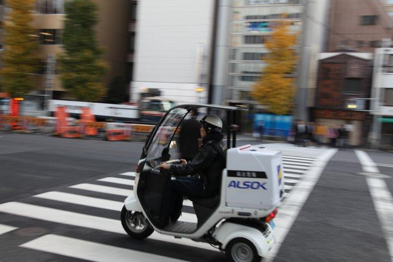 An example of a Canopy (aka Gyro) 50cc delivery vehicle on Tokyo streets