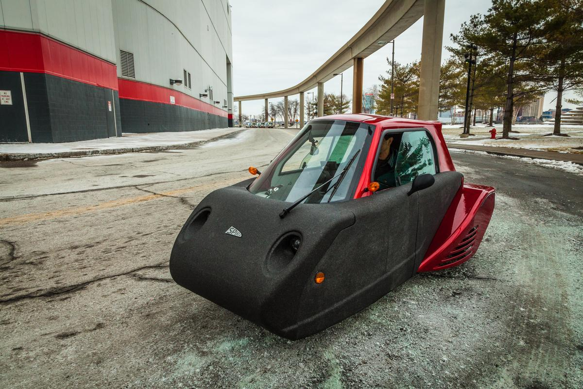 Behind the wheel – or tiller – of the Spira4u prototype model in Detroit (Photo: Loz Blain/Gizmag.com)