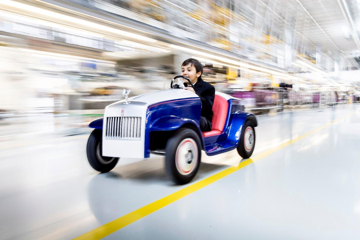 Hari Rajyaguru was one of the first to testdrive the Rolls-Royce SRHat the company'sGoodwood Studio, just likeall Rolls-Royces VIP customers