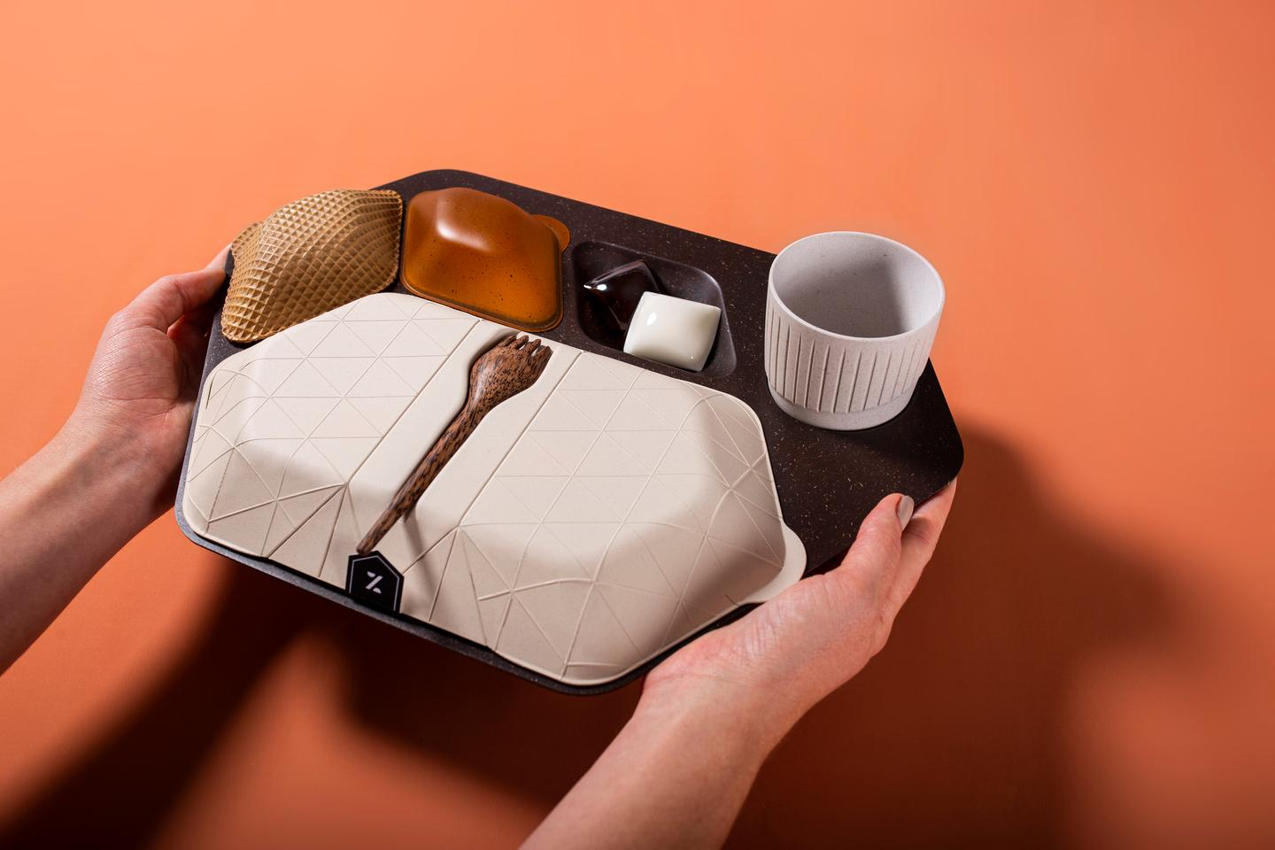 Design studio PriestmanGoode recently revealed an innovative and sustainable in-flight meal tray concept that includes edible packaging